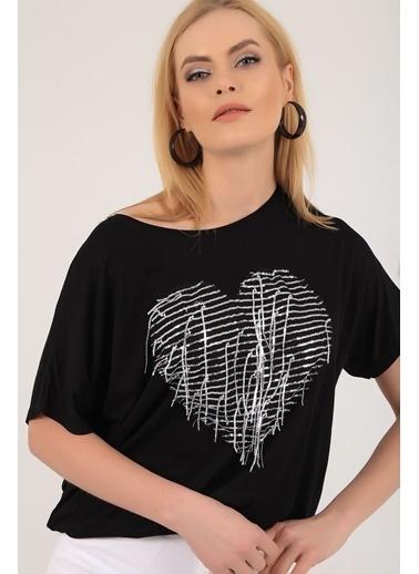 Emjey Önü Kalp Pullu T-Shirt Siyah